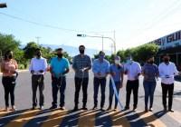 Cumple Elías Lozano con entrega de semaforozación en Tecomán
