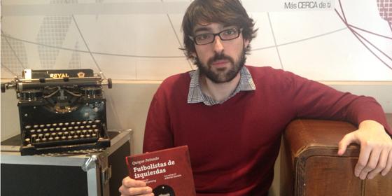 """Quique Peinado es el autor de """"Futbolistas de izquierdas"""" (Foto: Periodistadigital.com)"""