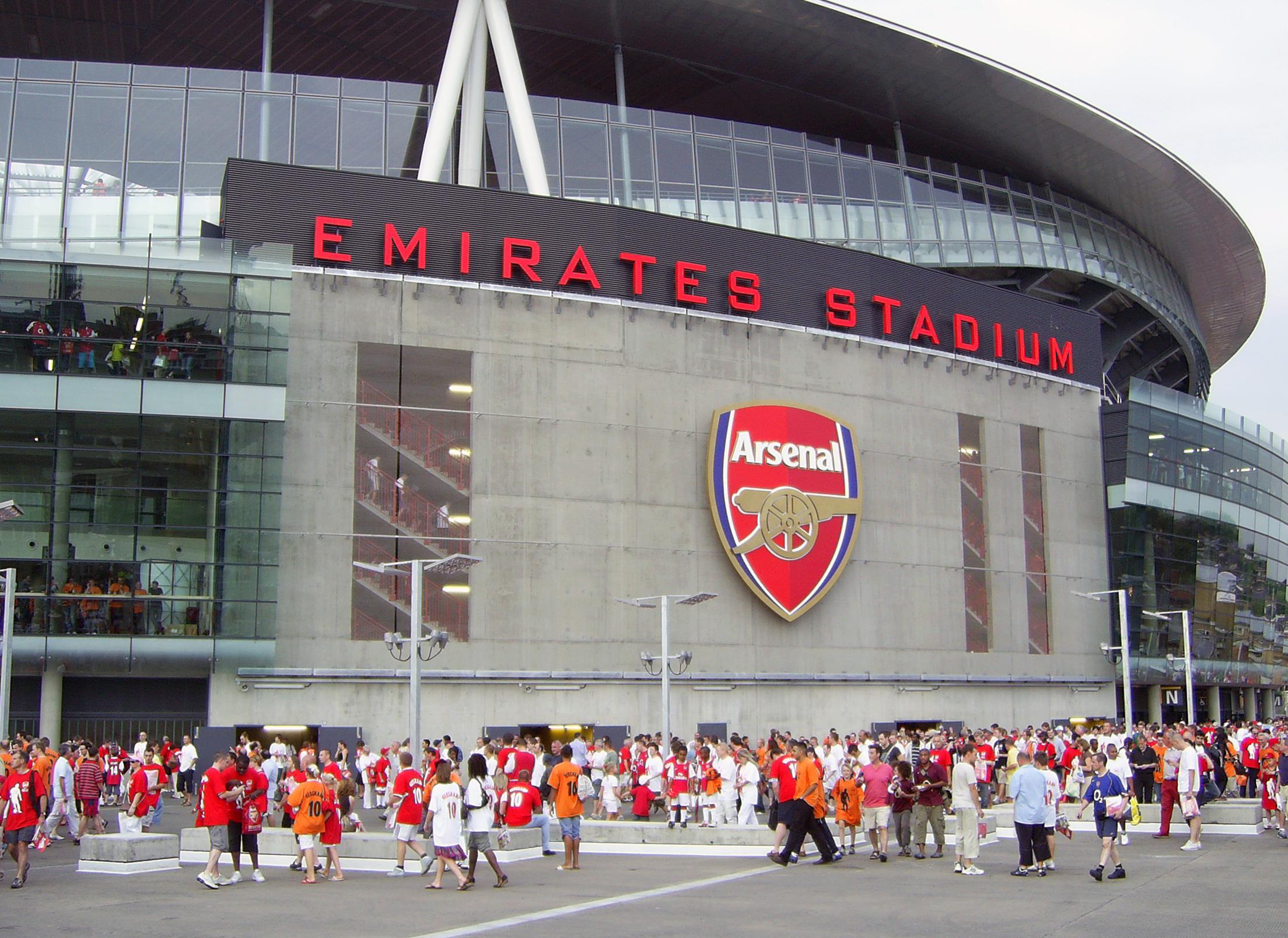 El Emirates Stadium es uno de los estadios más modernos de Inglaterra y cuenta con una capacidad de 60 mil asientos.