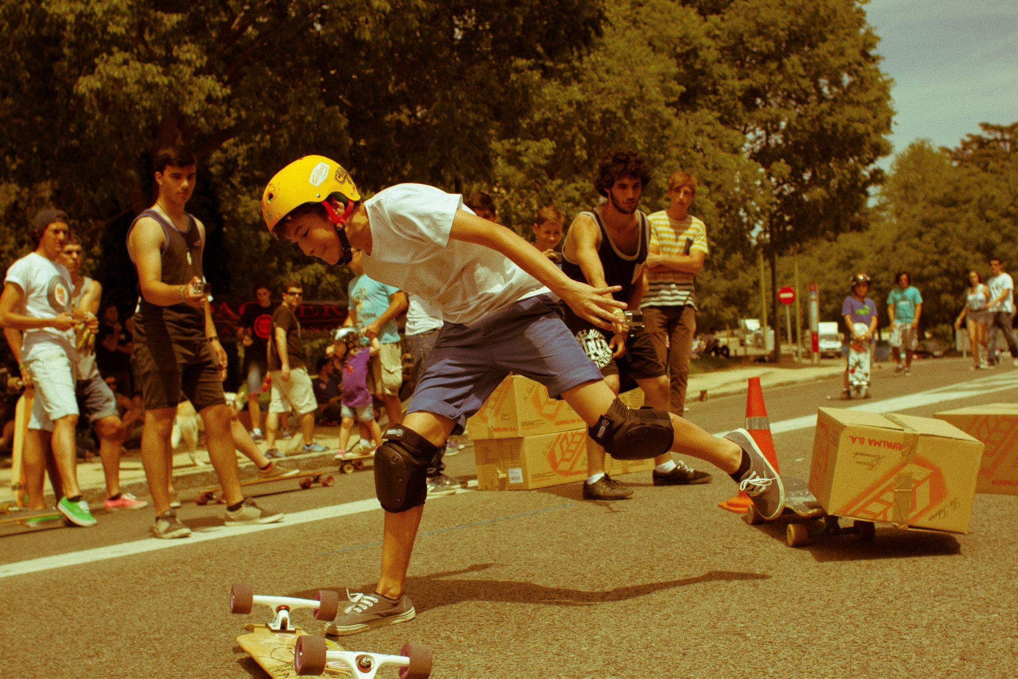 Skater levantándose tras caer.