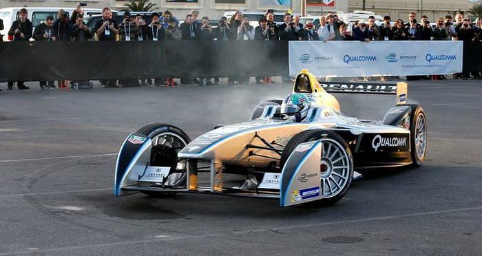 Durante la primera temporada todos los pilotos compiten con el mismo monoplaza.