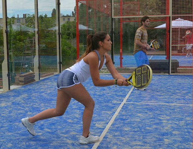 Hoy en día el pádel es el segundo deporte más practicado en España tras el fútbol.
