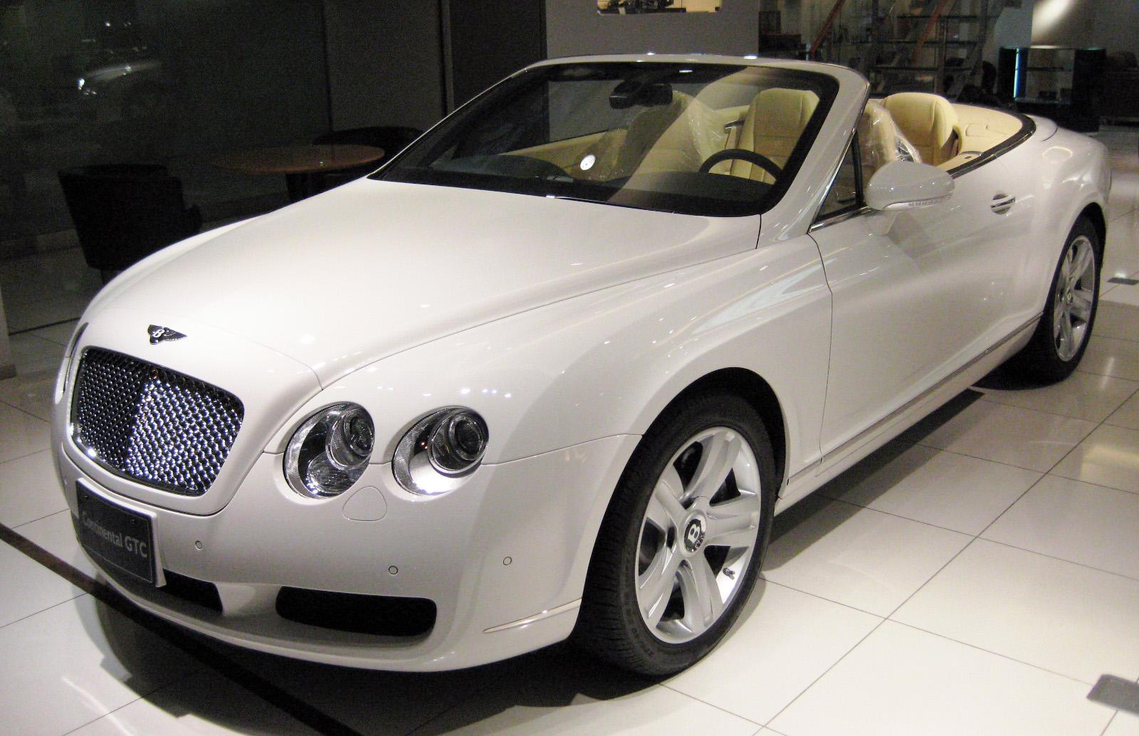 Gareth Bale opta por un modelo con aroma clásico, un Mini Bentley Continental inspirado en los Bentley de competición de los años 20