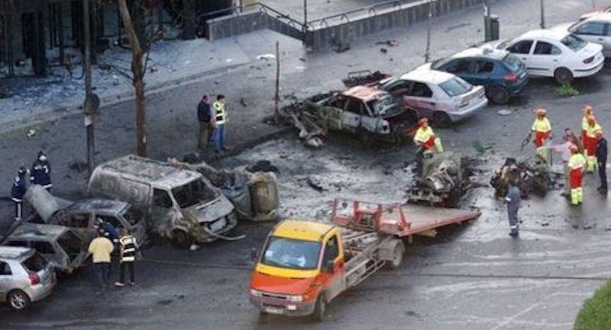 Afortunadamente el coche bomba de ETA no causó víctimas mortales.