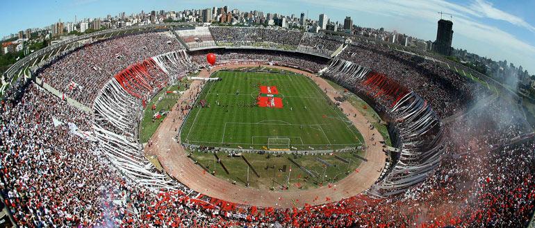 El Monumental es el estadio con mayor aforo del país y donde Argentina juega la mayoría de sus partidos.