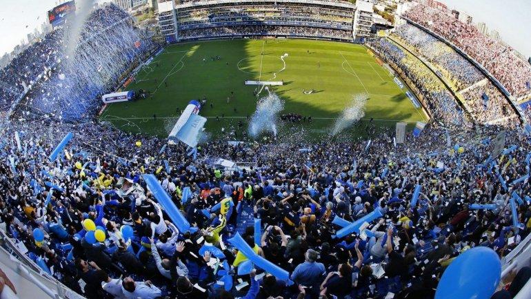 Ver un partido en La Bombonera de Boca Juniors es una experiencia excitante.