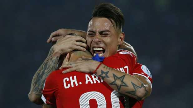 Chile sufrió más de la cuenta para vencer a Perú, y queda a 90 minutos de la primera corona de su historia