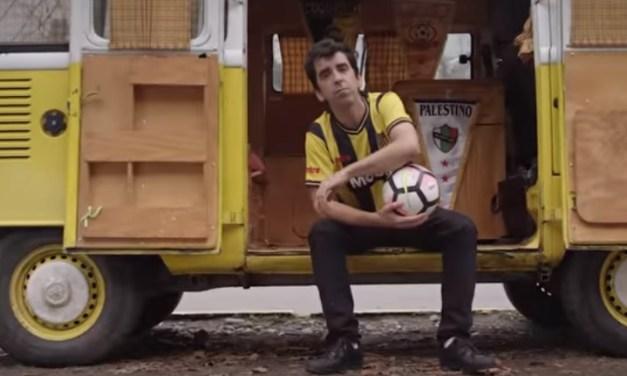 Tres músicos nacionales se unen en #AbrazoDeGol, la nueva canción del fútbol chileno