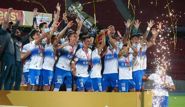 A Universidad Católica le tomó 10 minutos convertirse en el máximo campeón de la Supercopa