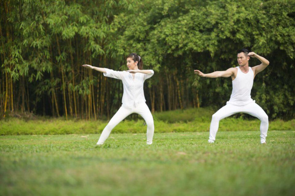 El tai chi es un deporte ideal para liberal estrés y estar en forma