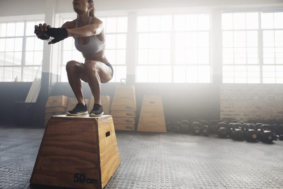Salto en caja - ejercicios de piernas con peso corporal