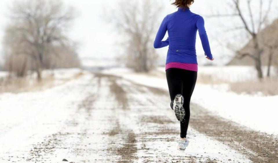 Con nieve y hielo, unas zapatillas adecuadas evitarán que deslices