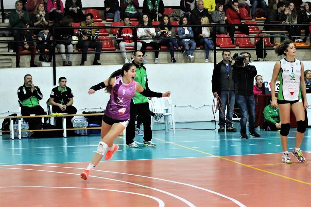 Bea Gómez líbero del Extremadura Arroyo 30