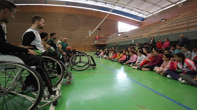 Los alumnos del CEIP Enrique Iglesias conocen al Mideba Extremadura