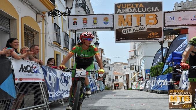 Triunfo de etapa y liderato en la Vuelta Andalucía MTB para la granadina Rocío Martín
