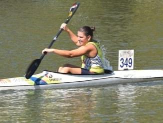 Elena Ayuso compite en la BBKayak de Bilbao