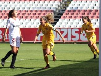 El Santa Teresa Badajoz cree y vence en Sevilla con dos goles de Estefa 1-2