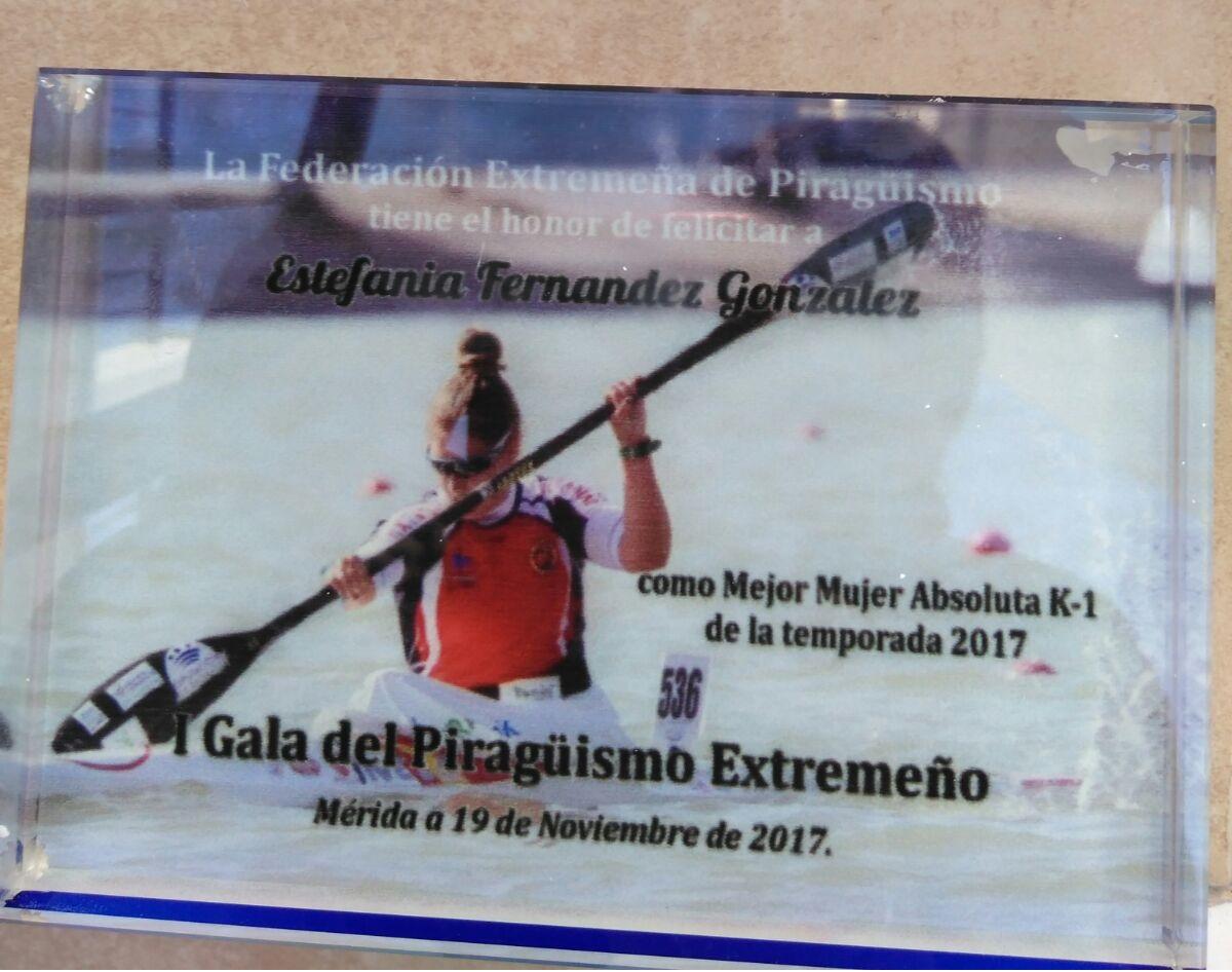 Estefanía Fernández premiada en la I Gala del PiragPiragüismo Extremeño
