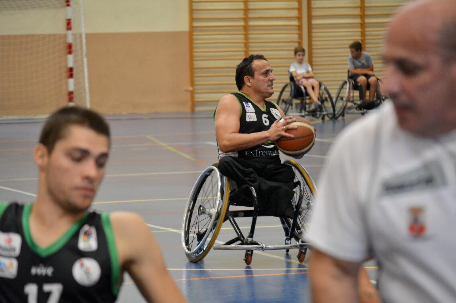 Mideba Extremadura ante un rival directo