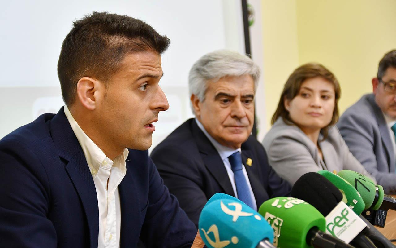 La Federación Extremeña de Fútbol presentó la Campaña Integral Antiviolencia (3)