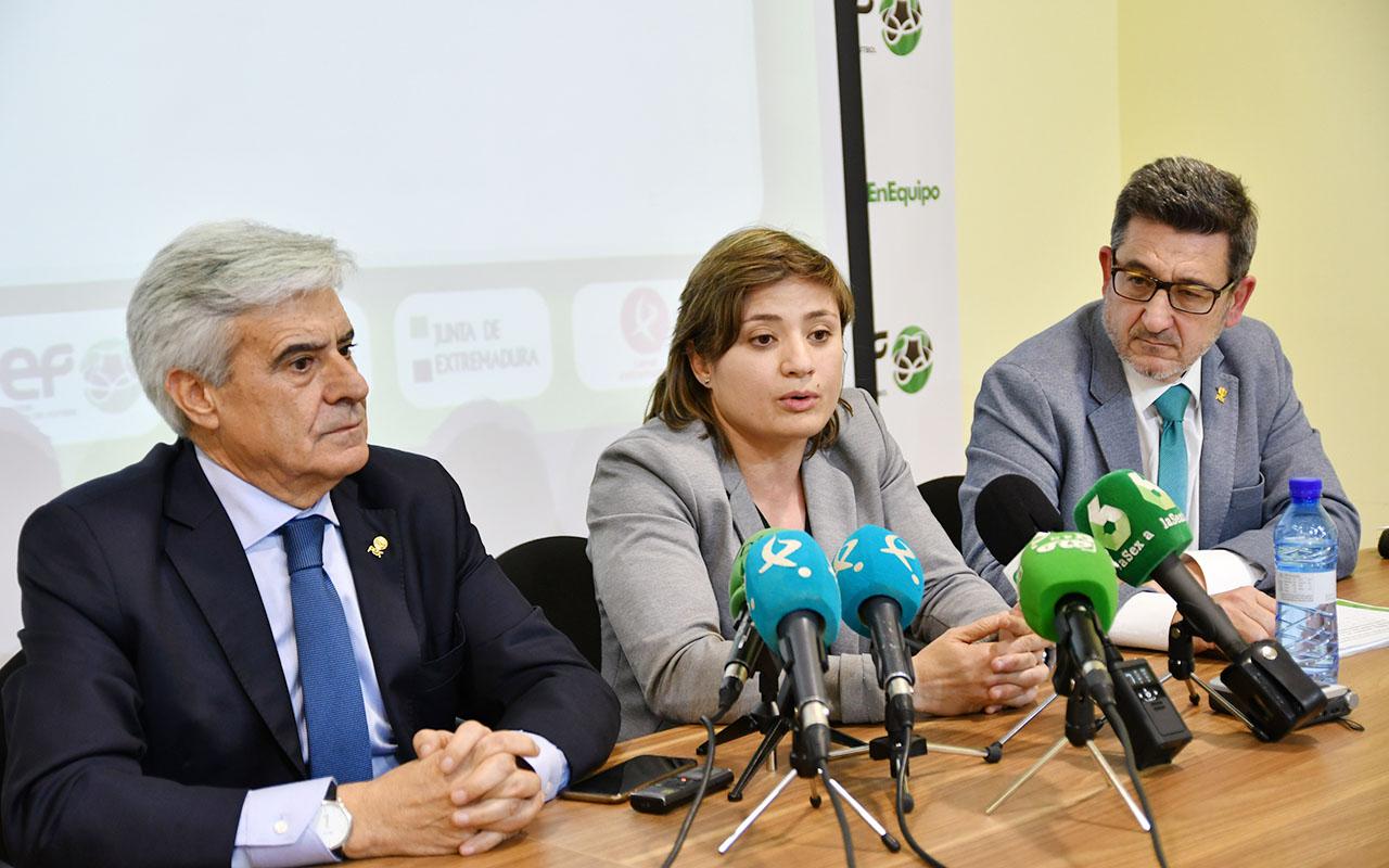 La Federación Extremeña de Fútbol presentó la Campaña Integral Antiviolencia (5)