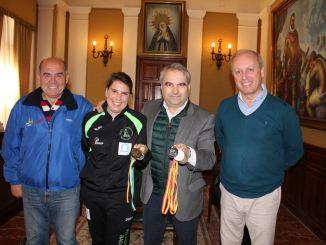 El alcalde de Badajoz recibe a la campeona de España Elena Ayuso