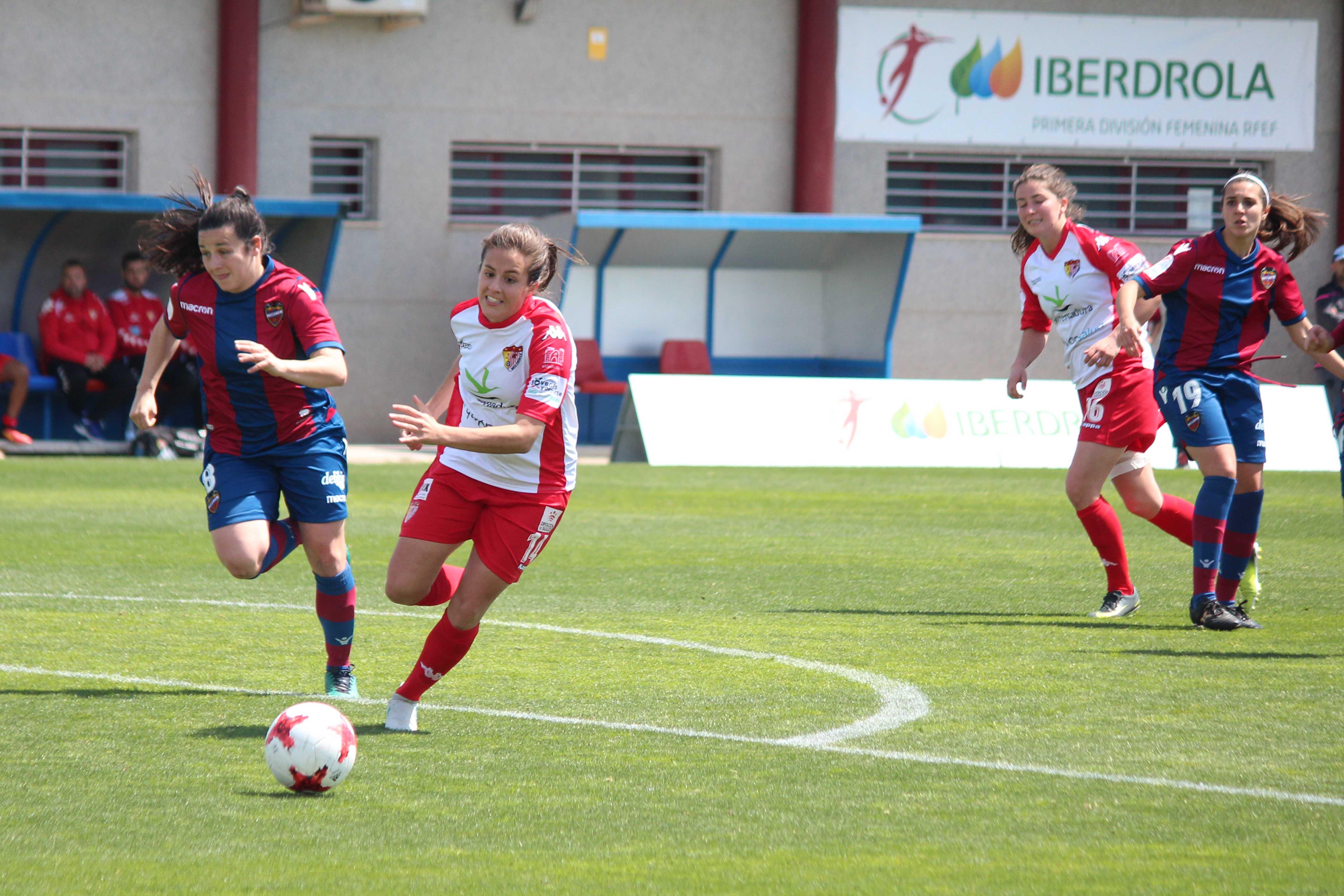 Charlyn desequilibra el choque entre el Levante UD y un Santa Teresa Badajoz con muchas ocasiones (3)