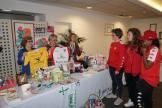 El Santa Teresa Badajoz y QuirónSalud Clideba donan dos camisetas a la AECC (1)