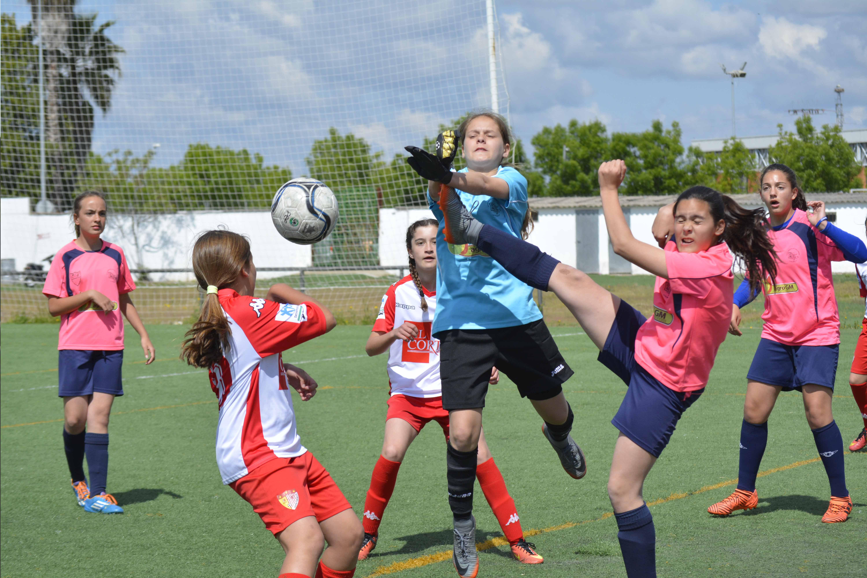 El fútbol femenino toma Badajoz con victoria de Real Betis y Santa Teresa Badajoz (2)