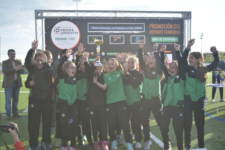 El fútbol femenino toma Badajoz con victoria de Real Betis y Santa Teresa Badajoz (3)