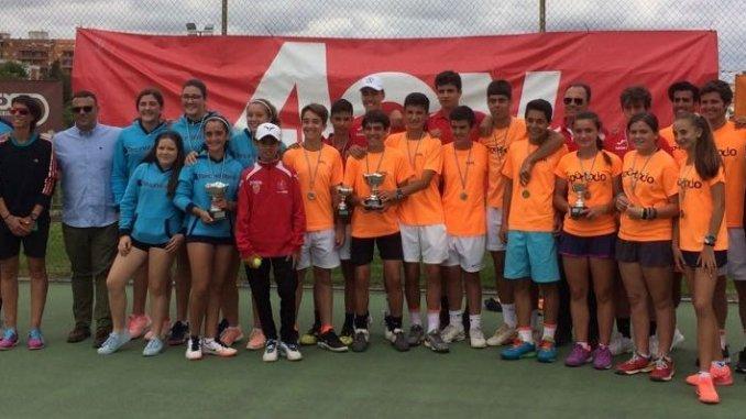 El Tenis Club Villanueva Campeón de Extremadura cadete en categoría Femenina de Tenis. El SportOcio Campeón de Extremadura cadete en categoría Masculina de Tenis, Trofeo AON