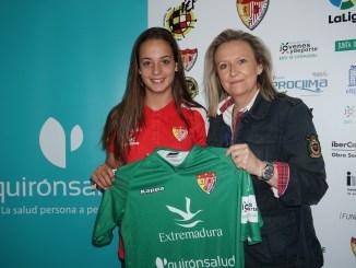 La defensa Ariadna Rovirola renueva su compromiso con el Santa Teresa Badajoz