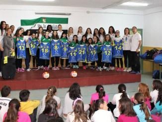 Las Palmas homenajea al equipo alevín Arroyo de la Luz