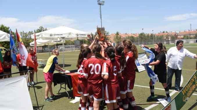 Womens-Entrega-Trofeos - Llega la octava edición de la Women's Cup Ciudad de Badajoz en Fútbol 11