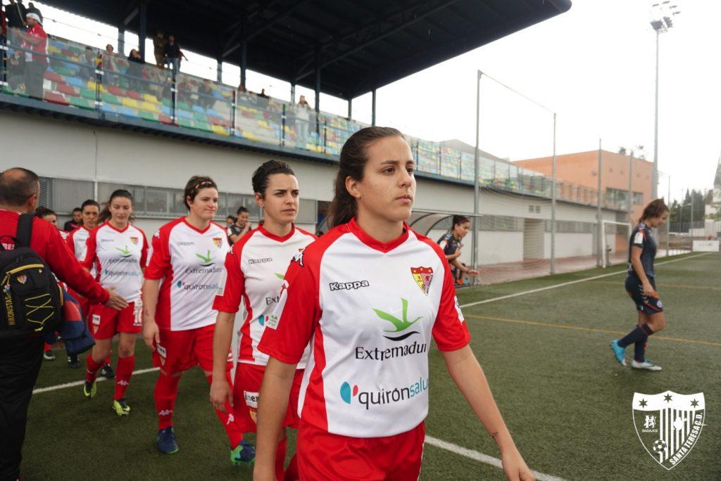 María Neira seguirá vistiendo la camiseta del Santa Teresa Badajoz