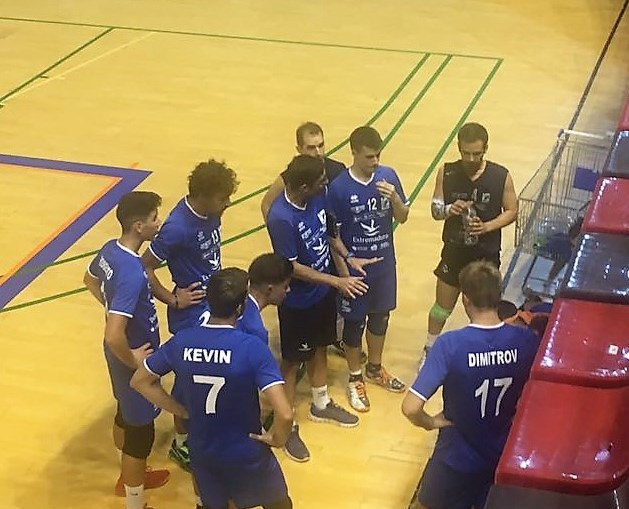 Primera victoria del AD. Cáceres Voleibol de la prentemporada frente a C.V.Pinto