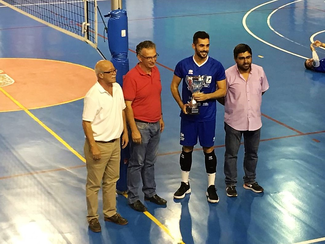 El Extremadura Cáceres PH levanta el Trofeo Diputaciones de Voleibol