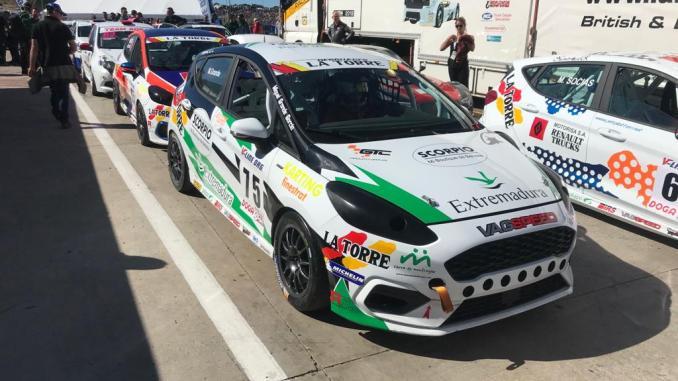 El joven piloto chinato Miguel Grande del Extremadura Rallye Team consiguió en el circuito del Jarama en Madrid su mejor resultado dentro del Campeonato de España de Resistencia
