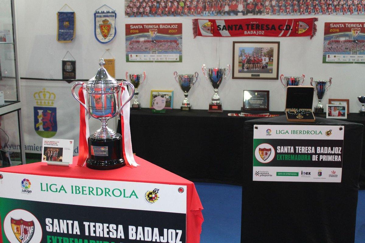 El Liberbank Santa Teresa Badajoz ilumina Iberocio por Navidad