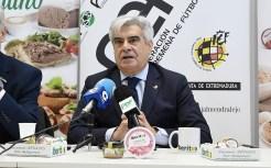 La Federación Extremeña de Fútbol y la empresa de alimentación extremeña suscriben un acuerdo de patrocinio integral para todas las competiciones de fútbol femenino extremeño (6)