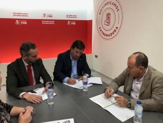 El PSOE firma el 'Decálogo por la Caza' planteado por la Federación Extremeña