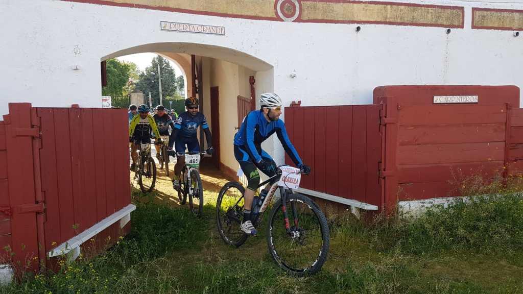 Alburquerque celebra la VII Ruta Cicloturista del Vino y el Jamón