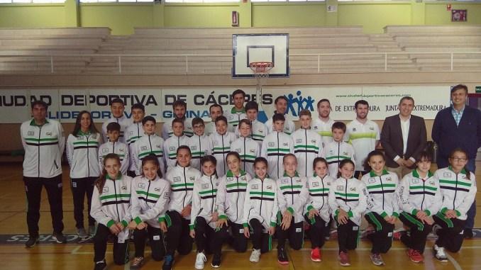 Las Selecciones Extremeñas Minibasket han recibido la visita de D. Manuel Hernández Director General de Deportes de la Junta de Extremadura
