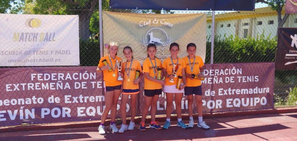 El club El Corzo de Badajoz acogió el Campeonato de Extremadura Alevín por Equipos de Tenis
