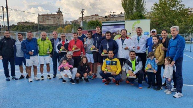 El Club de Tenis Cauria ha organizado el campeonato de Extremadura de Tenis para Veteranos