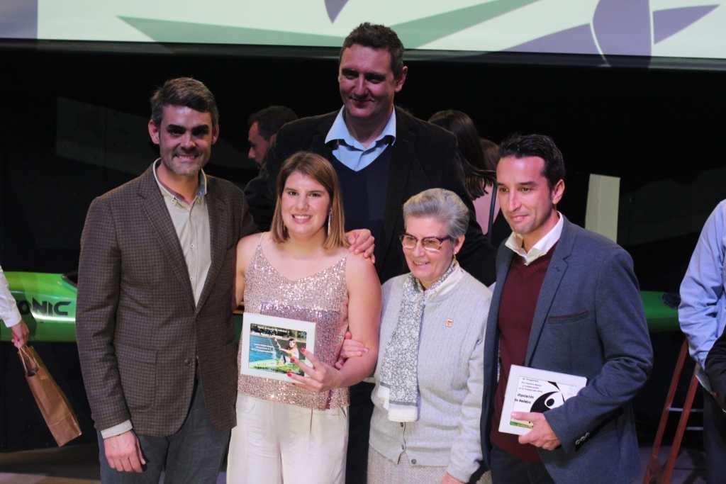 Elena Ayuso es distinguida en la gala anual del piragüismo extremeño