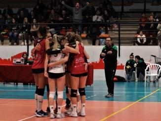 El Extrremadura Arroyo remonta en dos ocasiones y derrota 3-2 al CV Torrelavega