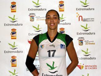 Flavia Lima en su anterior etapa como jugadora del Extremadura Arroyo (Nina Bañegil).