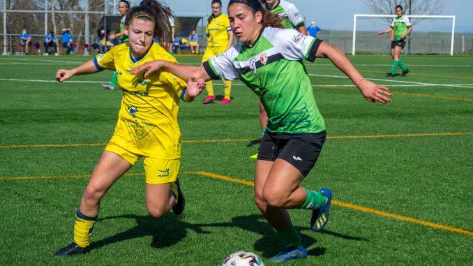 CF Femenino Cáceres en disputa del juego
