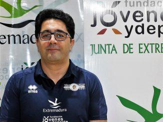 El Extremadura CCPH renueva a OSCAR PULIDO como entrenador para la próxima Superliga2